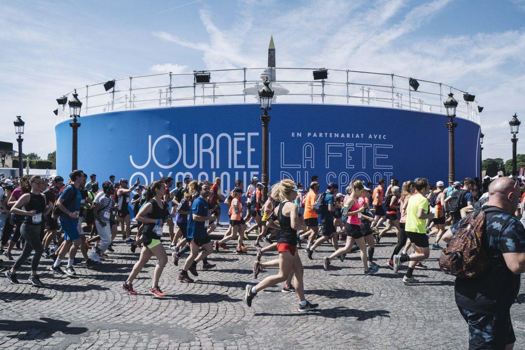 Les premiers dossards du marathon grand public de Paris 2024 décrochés à l'occasion de la Journée olympique