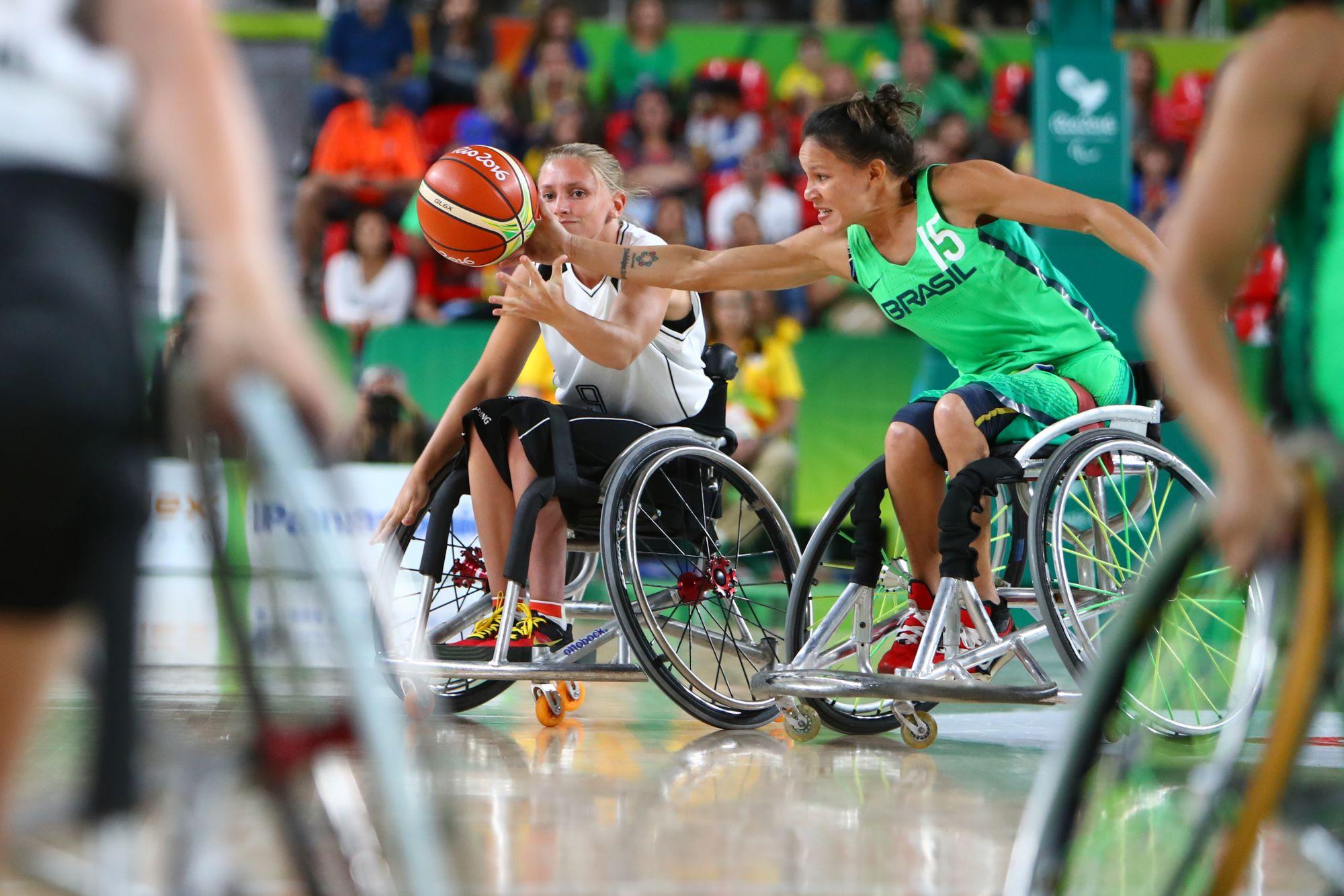 Joueuses de basket fauteuil lors du match Allemagne-Brésil aux Jeux Paralymiques de Rio 2016