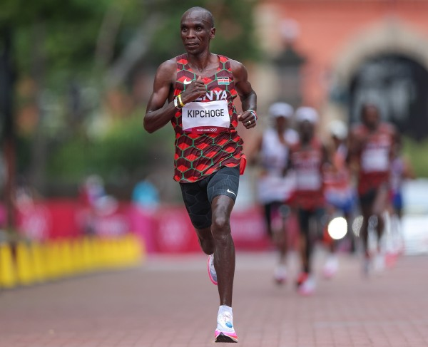 Kipchoge cours lors du marathon des Jeux de Tokyo 2020